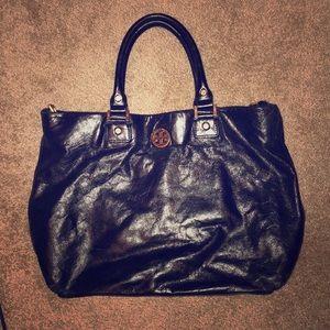 Black leather Tory Burch handbag size medium-large